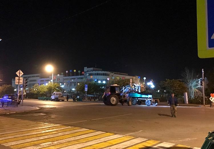 Сотрудники МКУ «ПЭС Кущевского сельского поселения» провели ночную уборку улиц после празднования дня станицы