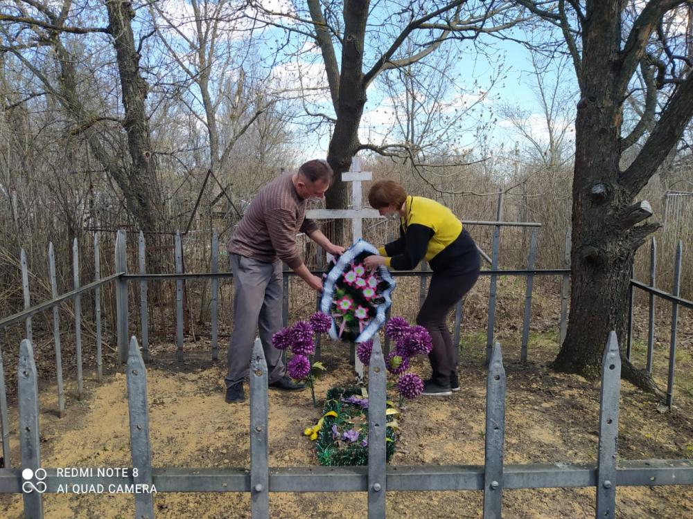 Субботник по благоустройству мемориальных мест