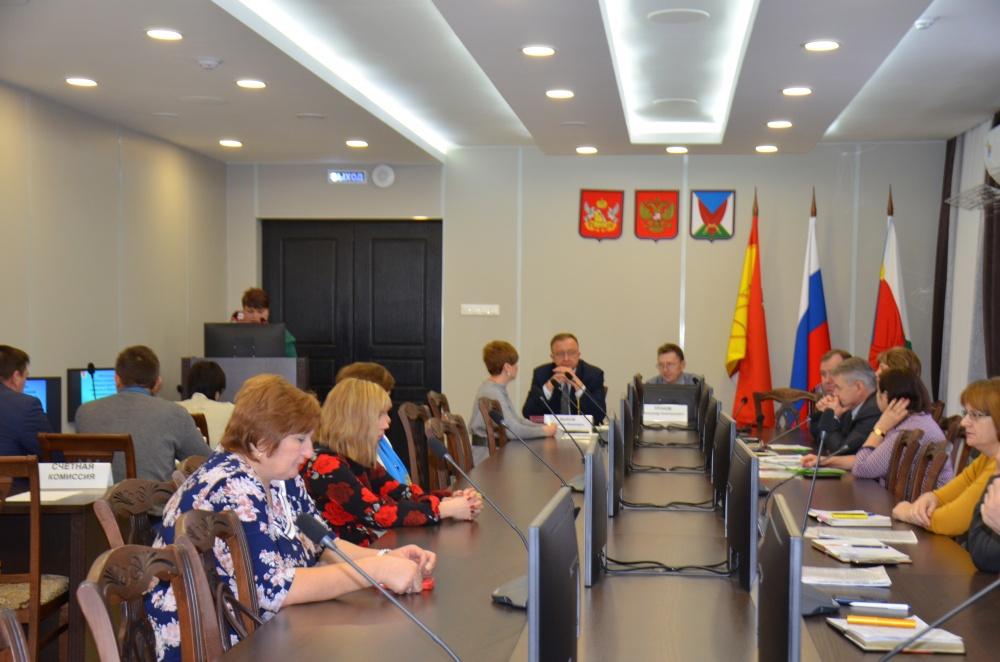 24 декабря   2019 года  в 10-00  в зале  заседаний администрации Верхнемамонского муниципального района  состоялась  11-я сессия Совета народных депутатов Верхнемамонского  муниципального района шестого созыва.