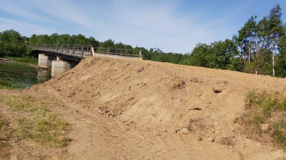 Работы по укреплению береговой опоры моста через реку Ёмба
