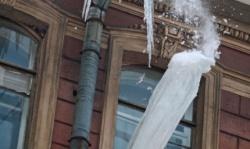 Будьте внимательны! Возможен сход снега с крыш!