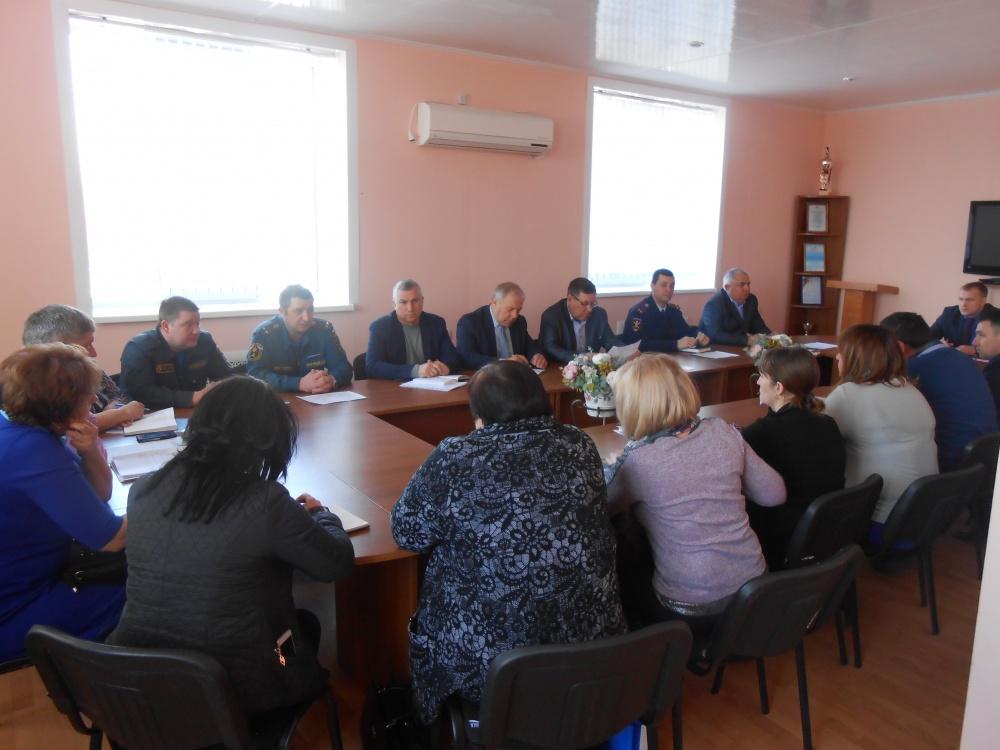 Оперативный штаб по контролю ситуации с коронавирусом работает в Терновском районе.