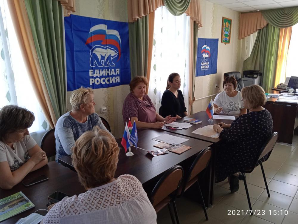 Областной депутат М.Г.Дмитриков отчитался перед мятлевскими депутатами-единороссами