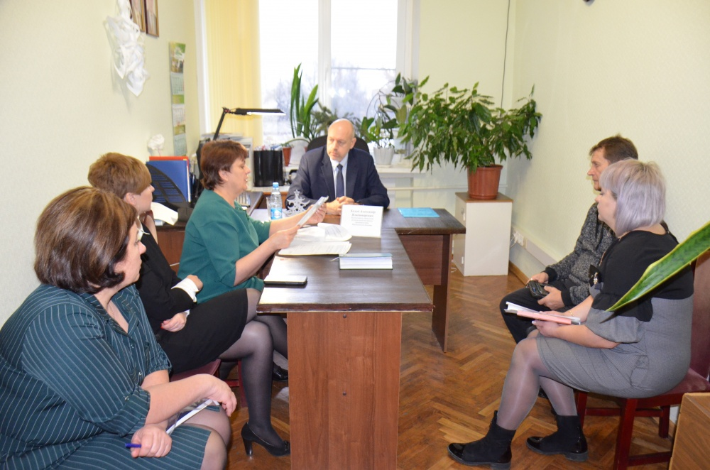 19 декабря в общественной приёмной губернатора приём граждан провёл руководитель управления региональной политики А.В. Холод