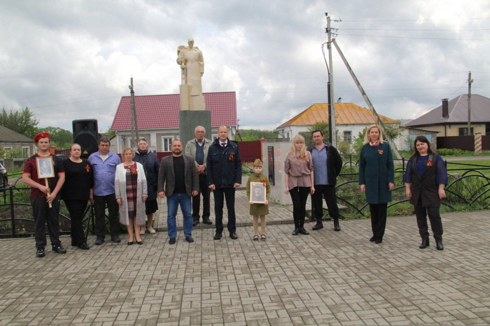 Возложение венков на братских могилах в честь празднования 75-летия Победы в Великой Отечественной Войне