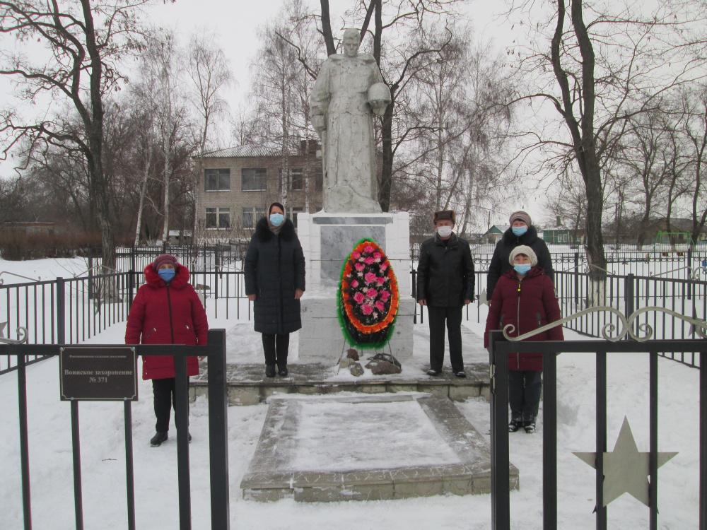 Трудовые коллективы почтили память воинам освобождавших село Россошки