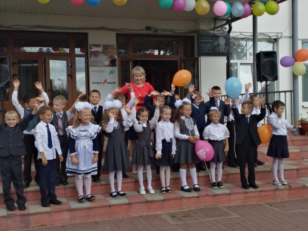 Торжественная линейка, посвященная Дню знаний, прошла в Мятлевской средней общеобразовательной школе имени А.Ф.Иванова
