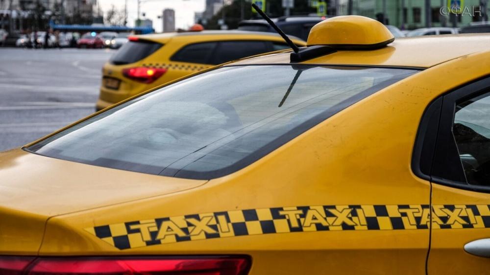 «Единая Россия» предложила сделать бесплатными звонки в ковид-центры и обеспечить специальные тарифы в такси для врачей