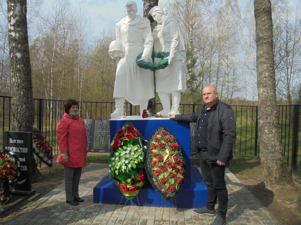 Возложение цветов к памятникам павших воинов в Великой отечественной Войне
