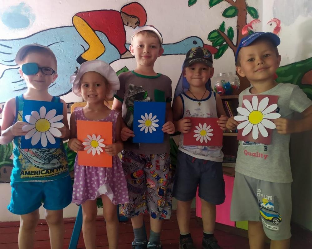 В преддверии праздника Дня Семьи, Любви и Верности в детском саду 17 с.Воронцовка прошла беседа  об истории возникновения праздника , а так же  оформление поздравительных открыток