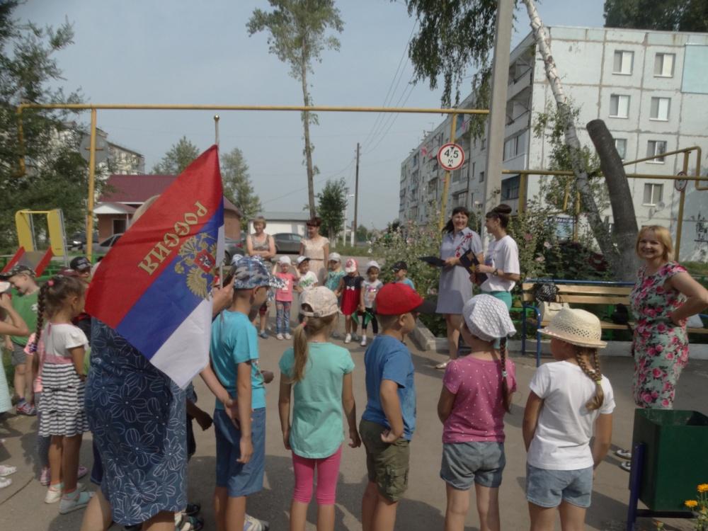 26 июля на территории с.п. Чёрновский по улице 40 лет Победы на детской площадке, в рамках масштабного проекта «Выходи гулять!» прошла игровая программа для детей «Весёлое путешествие»