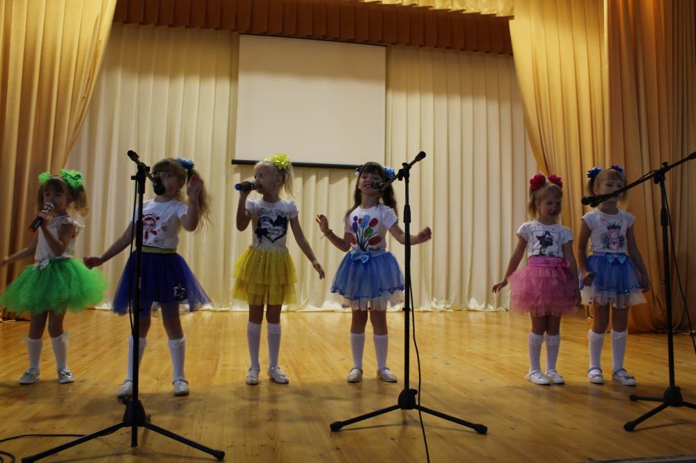29 сентября в Манинском СДК прошел концерт детского вокального ансамбля «Детки-конфетки»