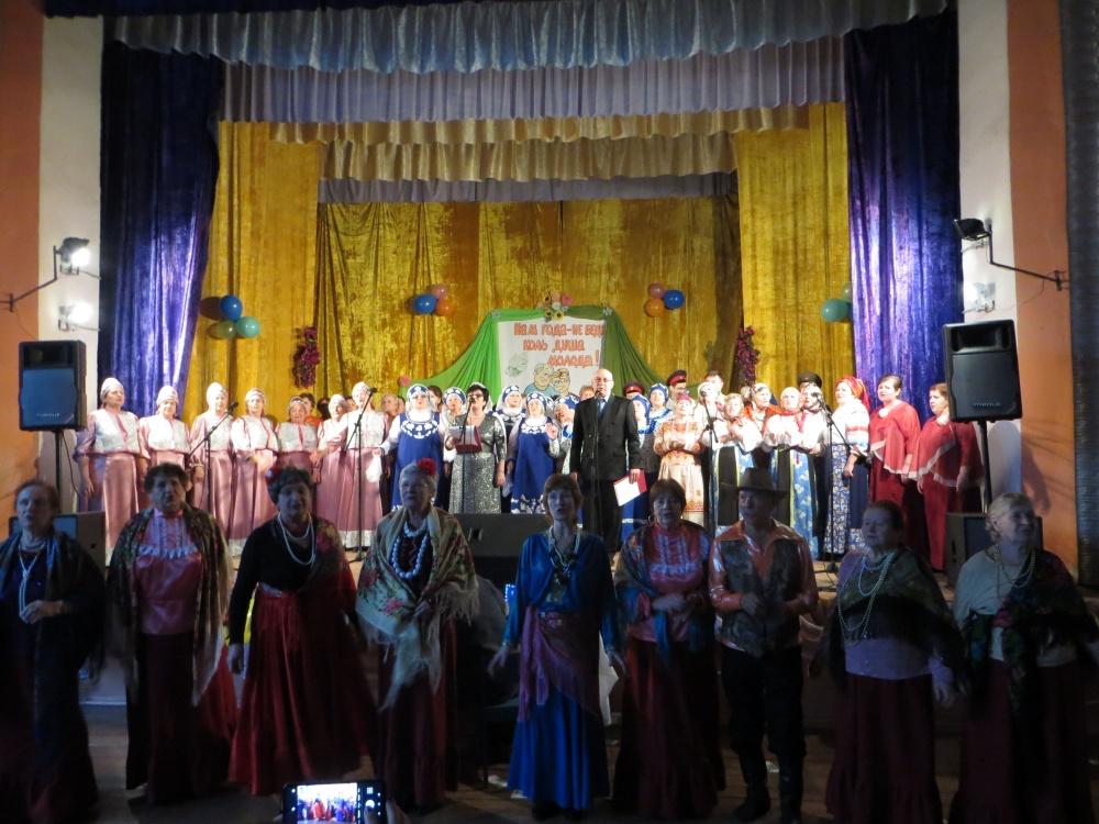 29 ноября в Осетровском ЦК состоялся районный фестиваль для людей золотого возраста «Нам года – не беда»