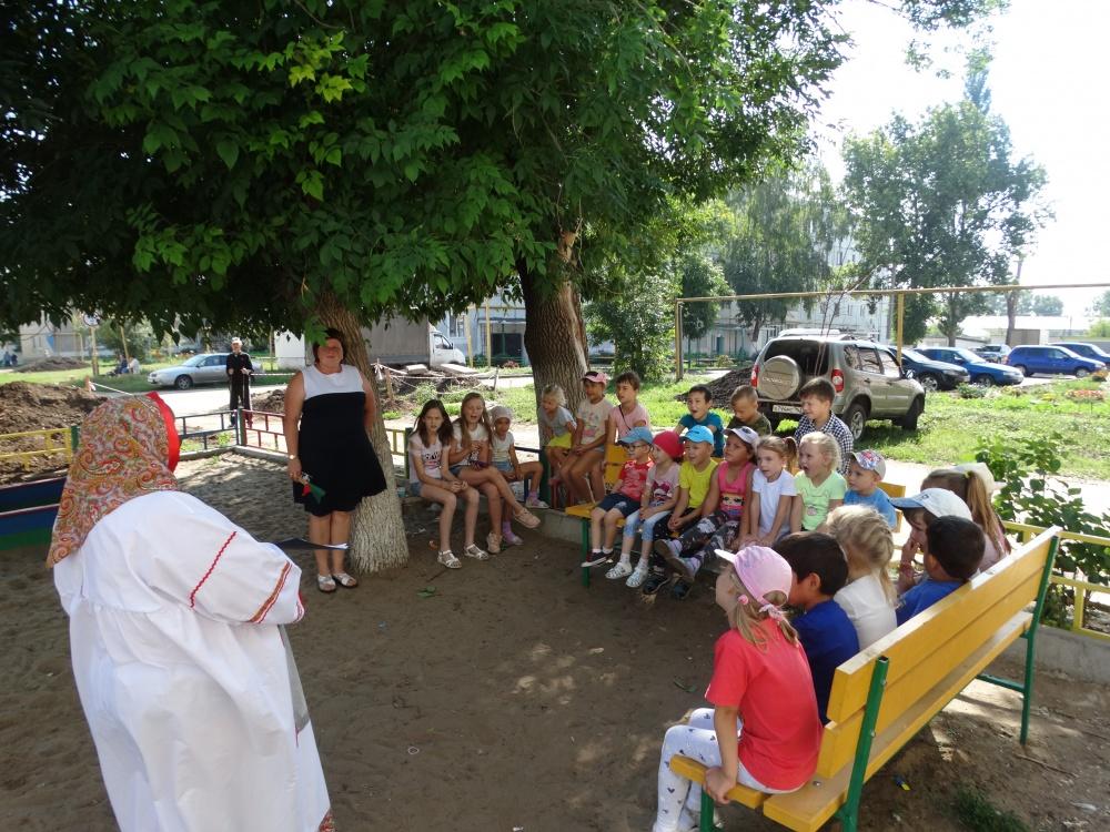 16 августа в сельском поселении Черновский в рамках проекта «Выходи гулять!» прошло одно из очередных мероприятий серии «День двора».