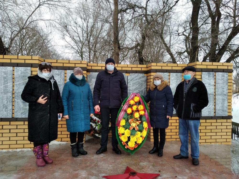 Возложение венка 02.02.2021 г. к 78-летию со Дня Победы в Сталинградской битве