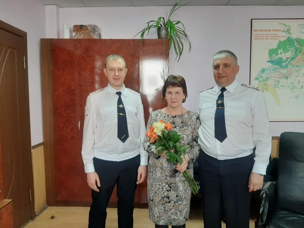 Начальник Отдела МВД России по Волжскому району поздравил председателя Совета Ветеранов с праздником весны