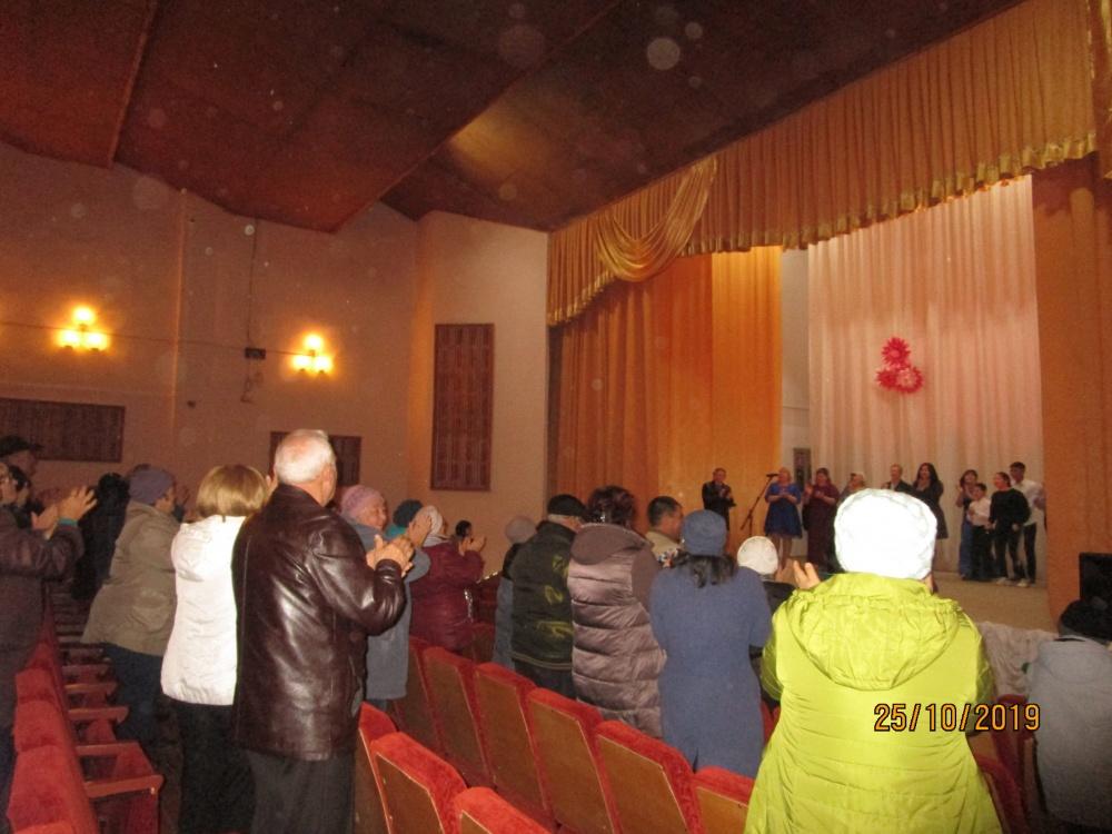 25 октября в Шильдинском Доме культуры   прошёл концерт «Осенние мелодии»