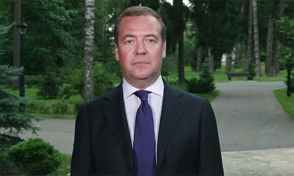 Дмитрий Медведев: Педагоги помогают получать знания и добиваться первых в жизни успехов