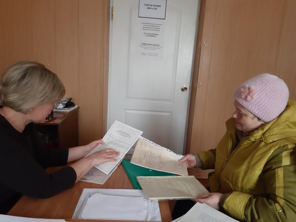 По вопросам оплаты за сбор и вывоз ТКО жителей консультирует глава поселения.