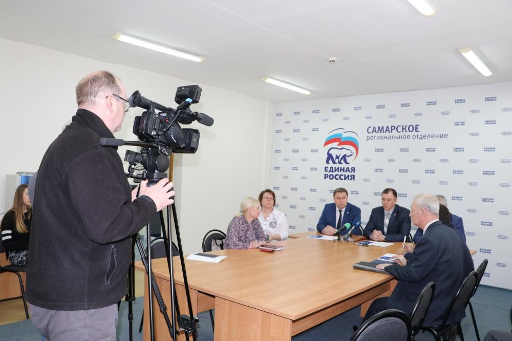 В Самарской области открылся объединенный волонтерский центр по оказанию помощи гражданам В его состав вошли представители партии «ЕДИНАЯ РОССИЯ», ОНФ, общественных организаций «Волонтеры Победы» и «Волонтеры-медики»