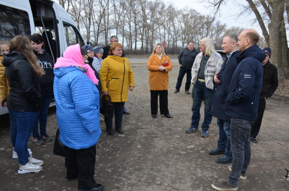 Жители с.Осетровка вновь посетили производственные объекты  в Павловском районе