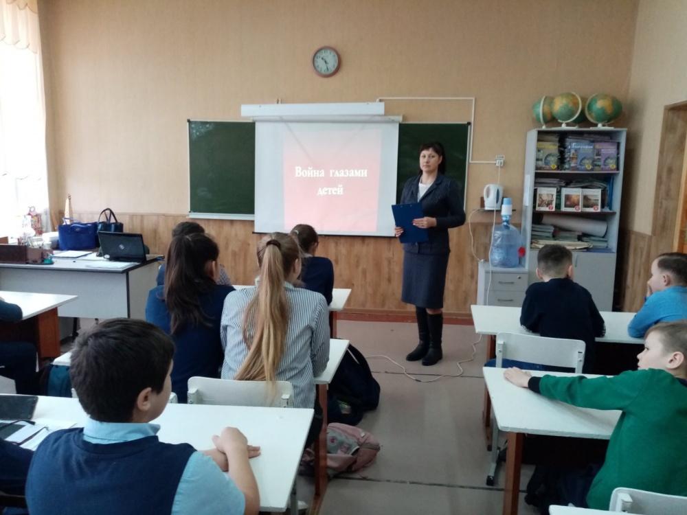 """19 февраля для учащихся 5 классов проведено мероприятие """"Война глазами детей"""", приуроченное к году памяти и  славы в России."""