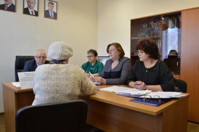 12 апреля 2018 года в общественной приемной губернатора Воронежской области в Терновском муниципальном районе личный прием граждан провел  Понкратов И.Н.