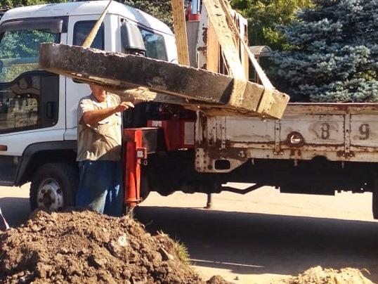 Проводятся работы по очистке и обустройству ливневого канала по пер. Первомайский
