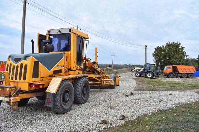 В селе Степное ведутся дорожные работы