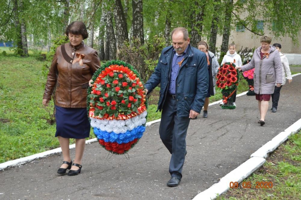 9 мая 2020 года возложили венки к памятнику землякам, погибшим в ВОВ, в поселке Перво-Эртиль