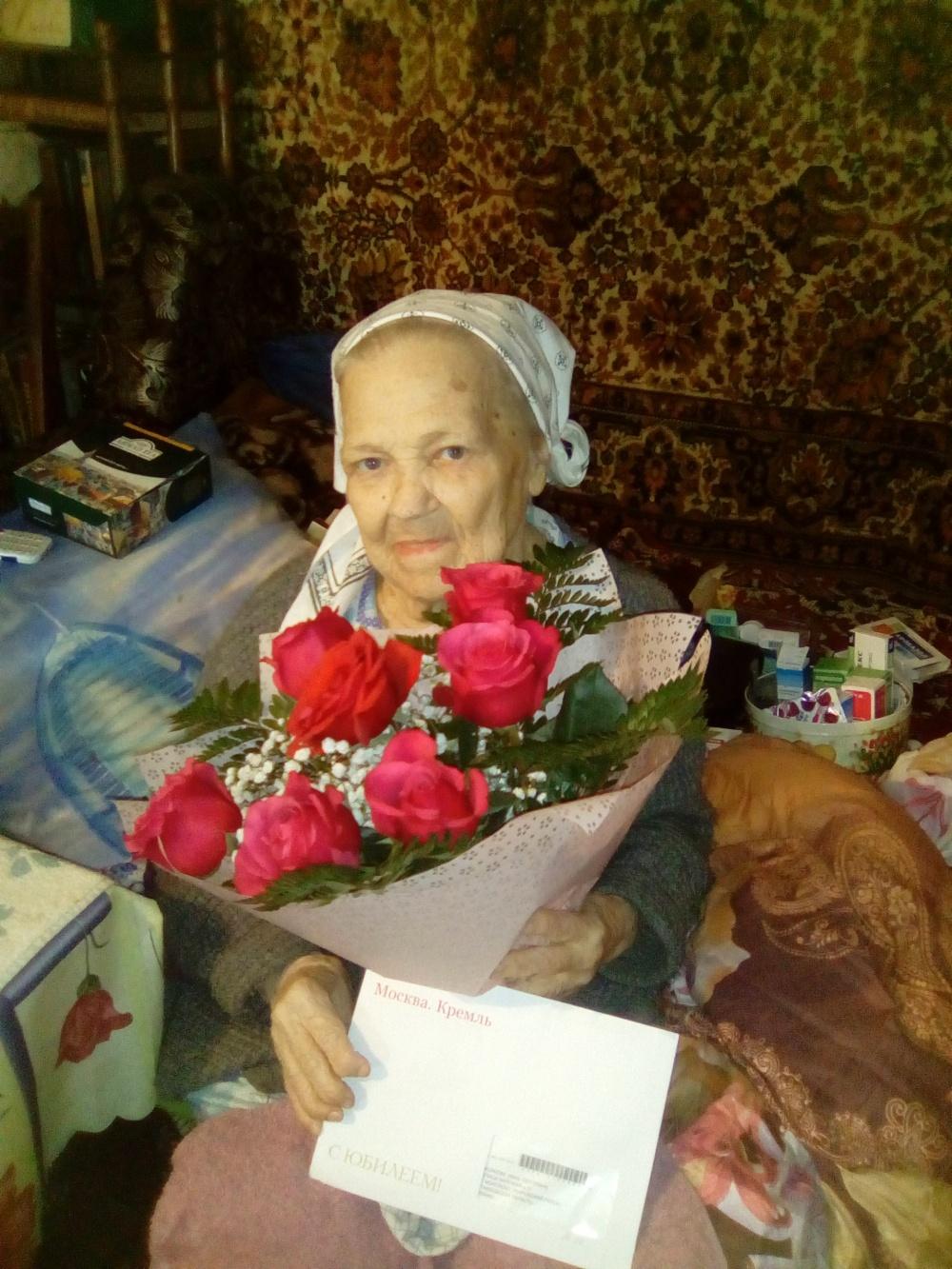 Поздравление жительницы с. Моисеево Волковой Н.С. с 90 летним юбилеем