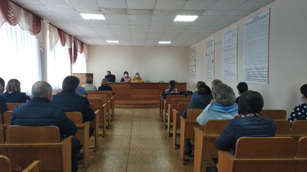 08 апреля 2021 года  в администрации Давыдовского городского поселения состоялось совещание по вопросу: «Вакцинация от COVID-19»