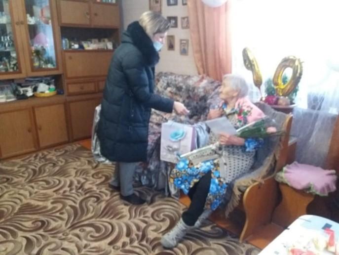 Поздравление с 90-летием жительницу села ударник Ефремову М.Н.