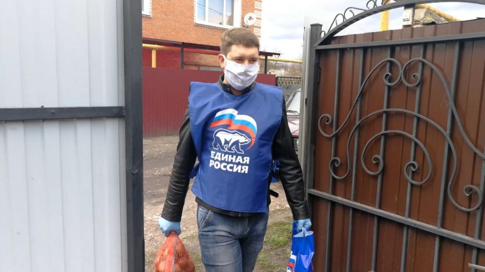 Месяц борьбы с пандемией: Волонтеры помогли десяткам тысяч россиян