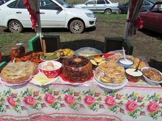 угощение гостям на День города Острогожск.JPG