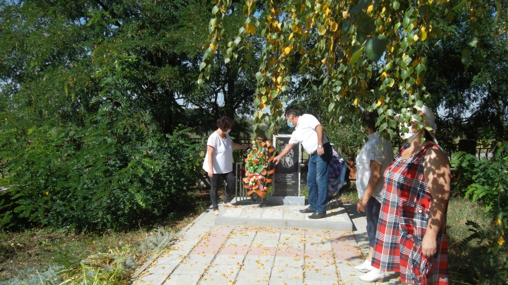 2 сентября возложили венки  к памятнику погибшим воинам в Великой Отечественной войне в память окончания Второй мировой войны