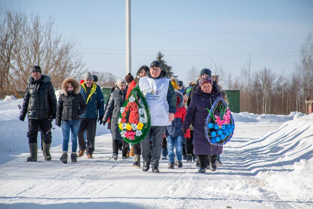 В Мятлеве почтили память защитников Отечества и возложили цветы к памятнику погибшим воинам
