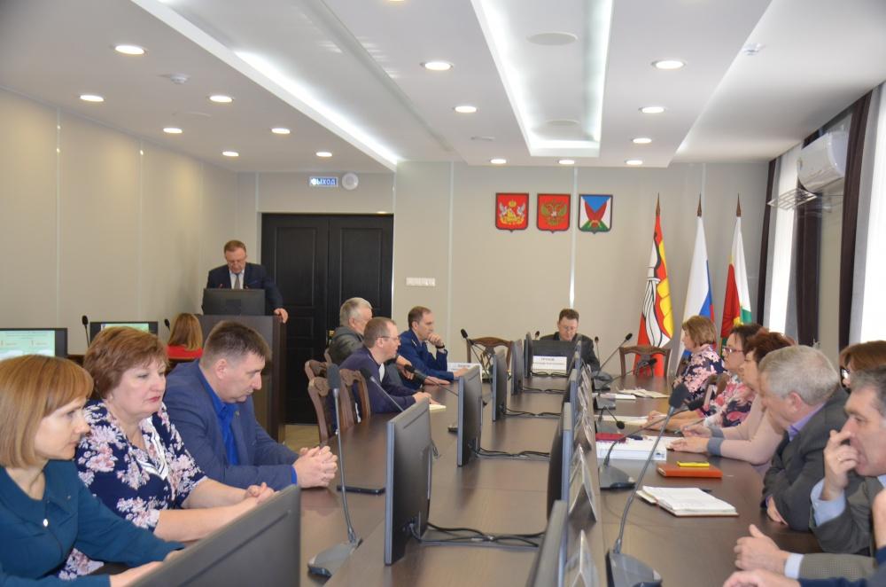 5 марта 2020 года в 10-00 в зале заседаний администрации Верхнемамонского муниципального района состоялась 13-я сессия Совета народных депутатов Верхнемамонского муниципального района шестого созыва