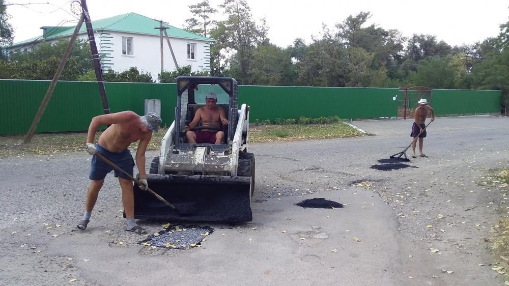 Ямочный ремонт асфальтобетонного покрытия п.Лазаревский