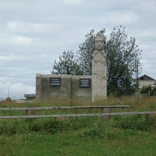 Памятник Ворошилову К.В. с.Юрома