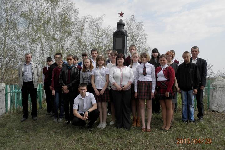 Памятник военным Красным курсантам погибшим в годы Гражданской войны с. Ст Эртиль