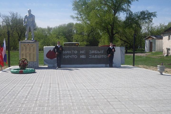 памятник почетный караул (1)