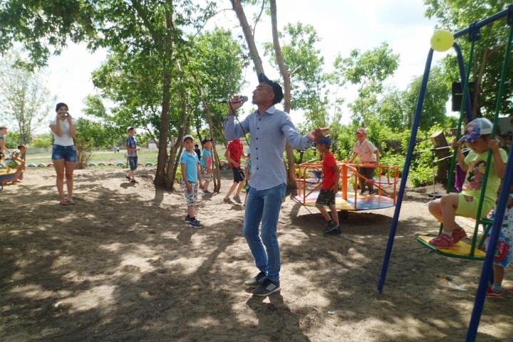 Открытие детской площадки п. Жуламансай.JPG