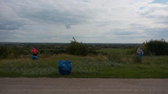 6 августа 2019 года проведена уборка территории прилегающей к площадке для сбора и  временного хранения ТБО