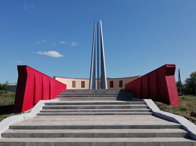 В рамках программы инициативного бюджетирования завершён ремонт памятника ВОВ в центре с.Бурляевка