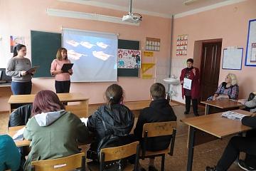 Работники Мамоновского центра культуры провели с учащимися 6-9 классов информационно-просветительское мероприятие «Мир без наркотиков»