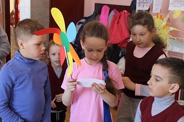 25 сентября сотрудники библиотеки провели беседу для читателей на тему «У воспитанных ребят все дела идут на лад» с цельювоспитания этических норм поведения, чувства добра и сострадания, любви и милосердия.
