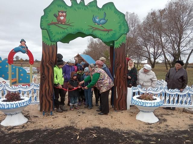 Истобинская община открыла детскую площадку