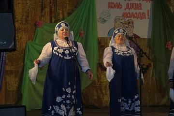 Художественный коллектив «Журавушка» принял участие в районном фестивале народного творчества «Нам года не беда», который  прошел 1 декабря в Осетровке.