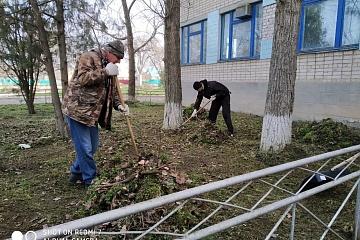 Уборка прилегающей территории по пер. Кировский